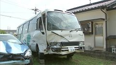 玉名市でマイクロバスと乗用車が正面衝突 7人重軽傷