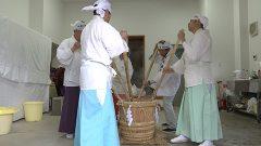 各地で寒い朝に阿蘇神社では甘酒仕込み始まる