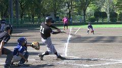 『敬老の日』に 古希チームと小学生が野球で対決