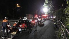 乗用車と軽ワゴン車衝突 男性軽傷