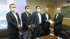 嘉島町にマスクケース4000枚贈る